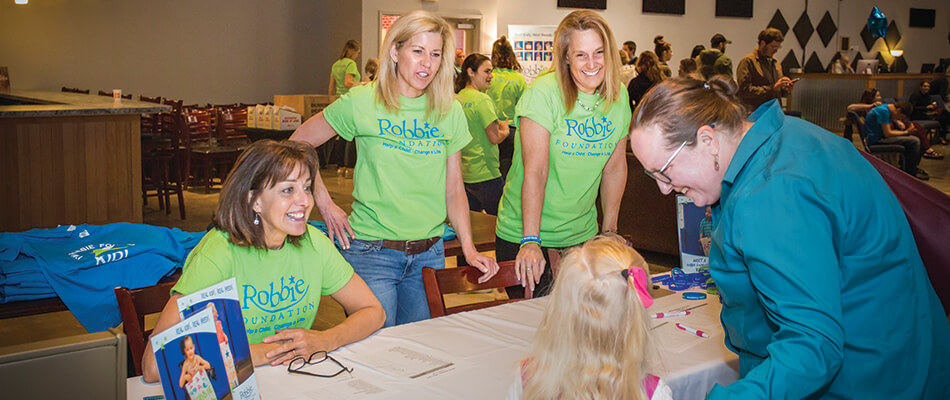 Volunteer with the Robbie Foundation!